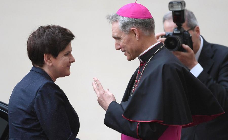 Beata Szydło i abp Georg Ganswein