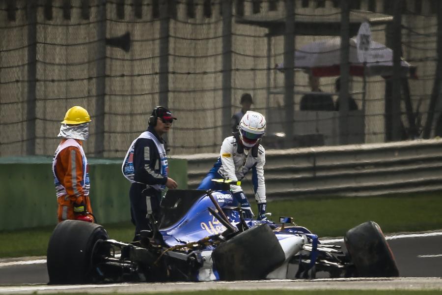 Antonio Giovinazzi roztrzaskał bolid. Na szczęście kierowca wyszedł z tego bez szwanku