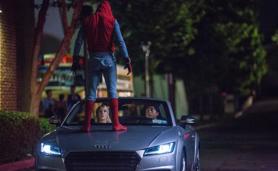 Obok nowego Audi A8, w \