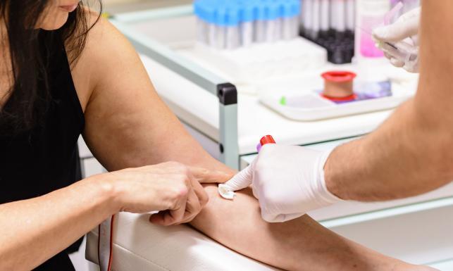 Kiedy diagnozować i jak leczyć hiperurykemię?