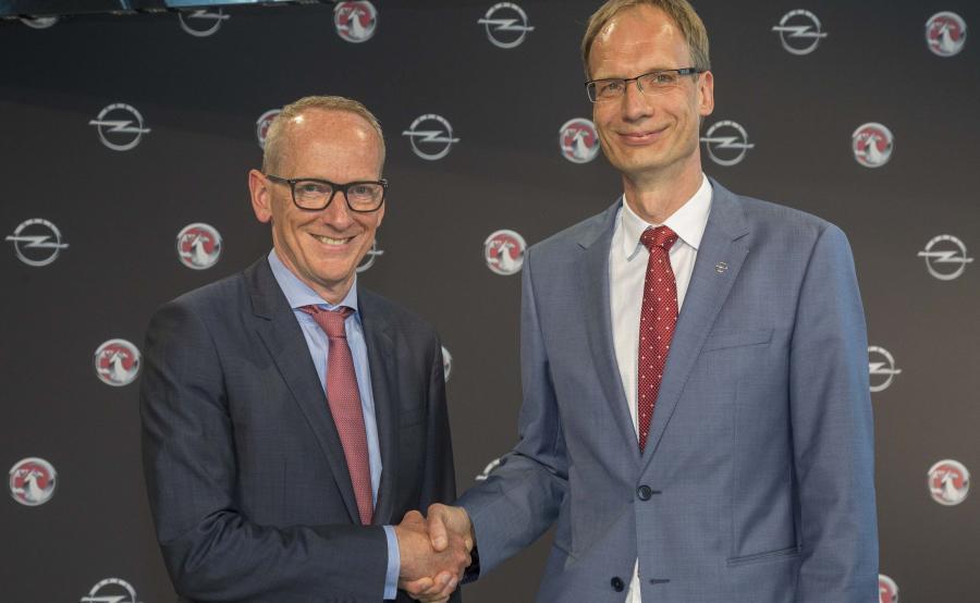 Karl-Thomas Neumann (po lewej) oraz nowy dyrektor generalny firmy Opel, Michael Lohscheller