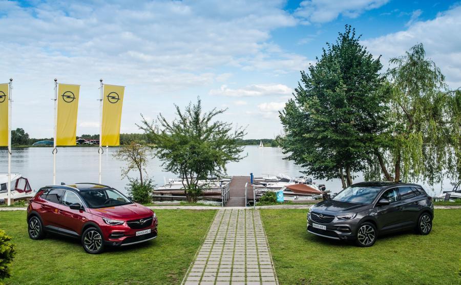 Opel czuje interes. Obecnie na Starym Kontynencie co piąte kupowane nowe auto należy do klasy kompaktowej. Grandland X będzie świeżą krwią na rynku