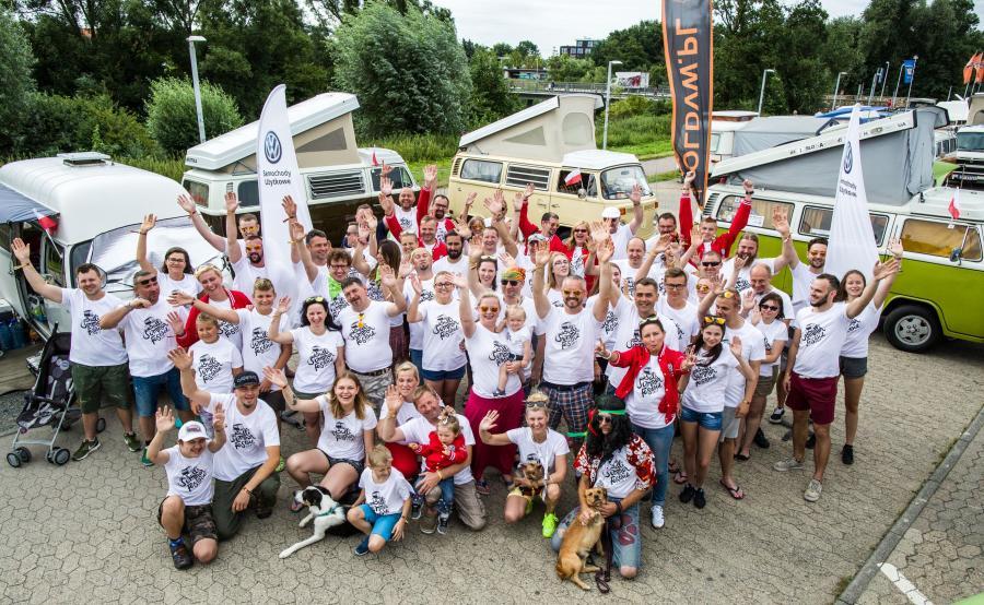 Polscy fani volkswagena T na Bulli Summer Festival w Wolfsburgu