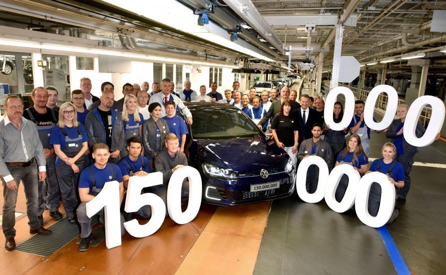 Pracownicy w głównej fabryce Volkswagena w Wolfsburgu przez 72. lata od chwili rozpoczęcia produkcji zbudowali ponad 44 mln pojazdów z ogólnej liczby 150 mln aut wyprodukowanych na całym świecie (w 50 zakładach w 14 krajach)