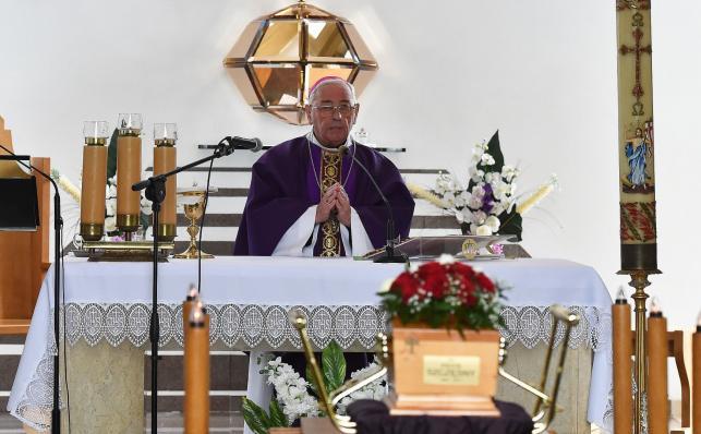 Biskup Pieronek