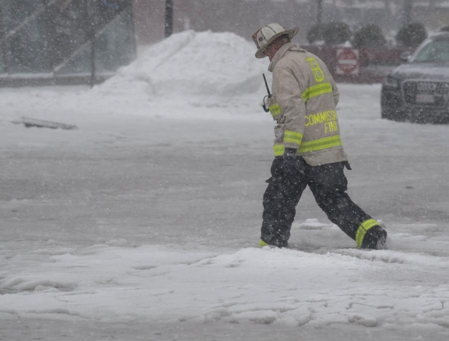 Woda zalała ulice Bostonu i zamarzła