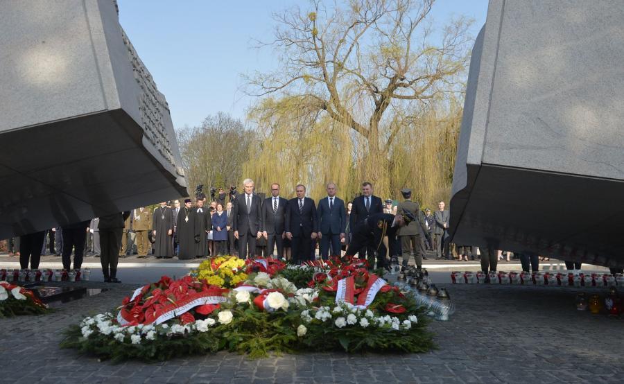 Obchody rocznicy katastrofy smoleńskiej na Powązkach Wojskowych