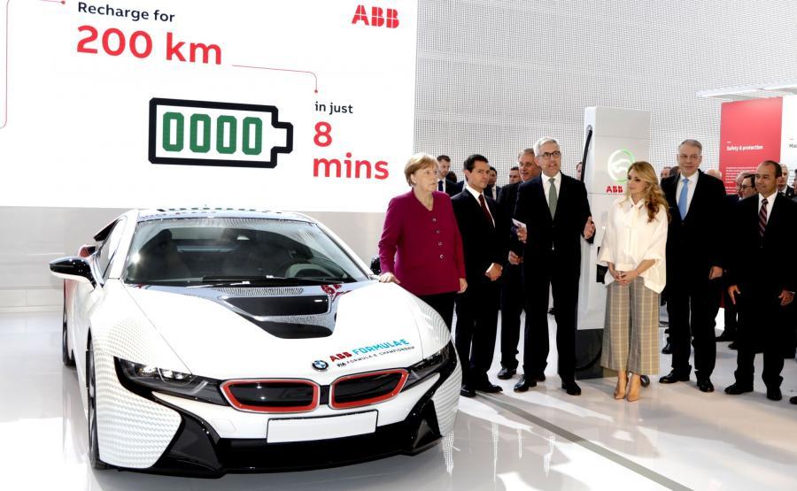 Kanclerz Angela Merkel i przedstawiciele ABB