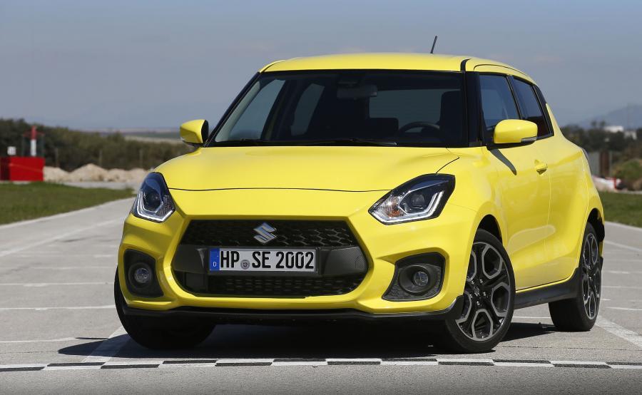Energetyczny lakier Champion Yellow jest inspirowany barwami bojowymi rajdówek Suzuki startujących w Mistrzostwach Świata Juniorów. W sumie dostępnych jest siedem kolorów, w tym nowy Burning Red Pearl Metallic oraz Speedy Blue Metallic