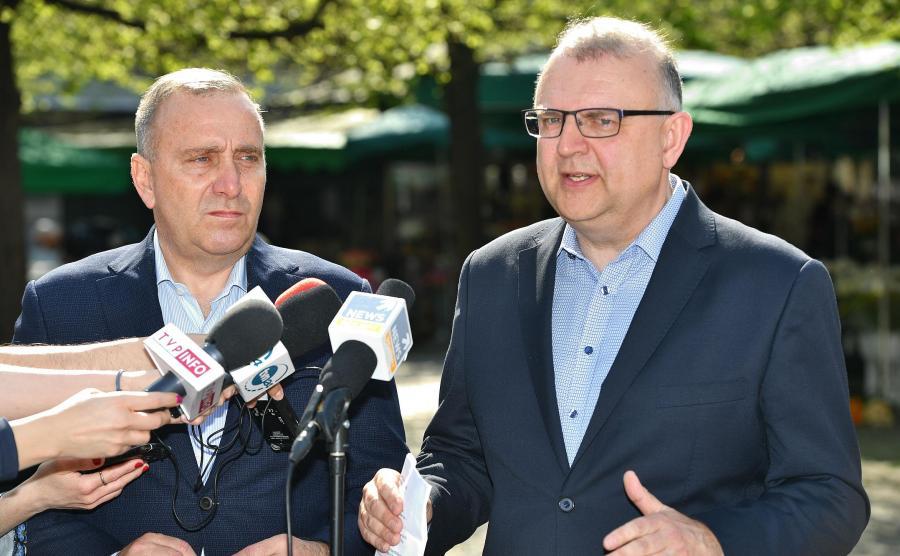 Kazimierz Michał Ujazdowski, kandydat PO na prezydenta Wrocławia, były polityk PiS i Grzegorz Schetyna, lider PO