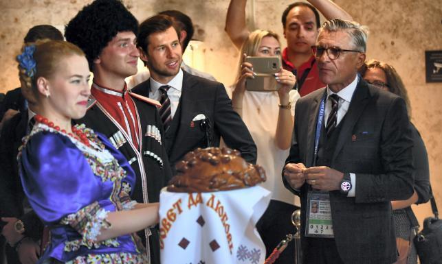 Chlebem i solą. Tak w Rosji witano piłkarską reprezentację Polski [FOTO]