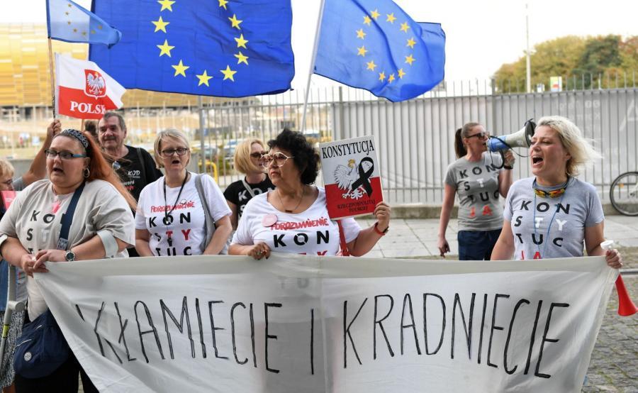 Protestujący przed spotkaniem wyborczym PiS w Gdańsku