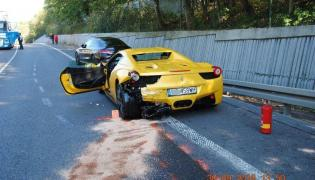 Mercedes C43 AMG i Ferrari 458 Italia