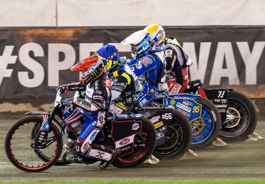 Amerykanin Greg Hancock (kask czerwony), Szwed Fredrik Lindgren (niebieski) oraz Polacy Bartosz Zmarzlik (biały) i Maciej Janowski (żółłty)