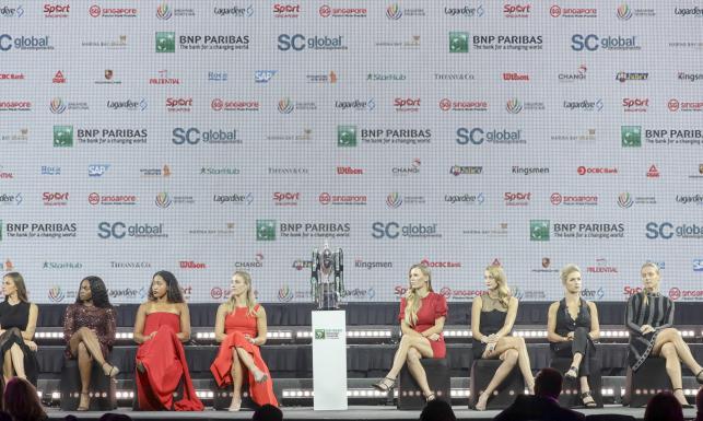 Tenisistki efektownie zaprezentowały się na gali przed WTA Finals. W takich strojach na korcie ich nie zobaczysz [FOTO]