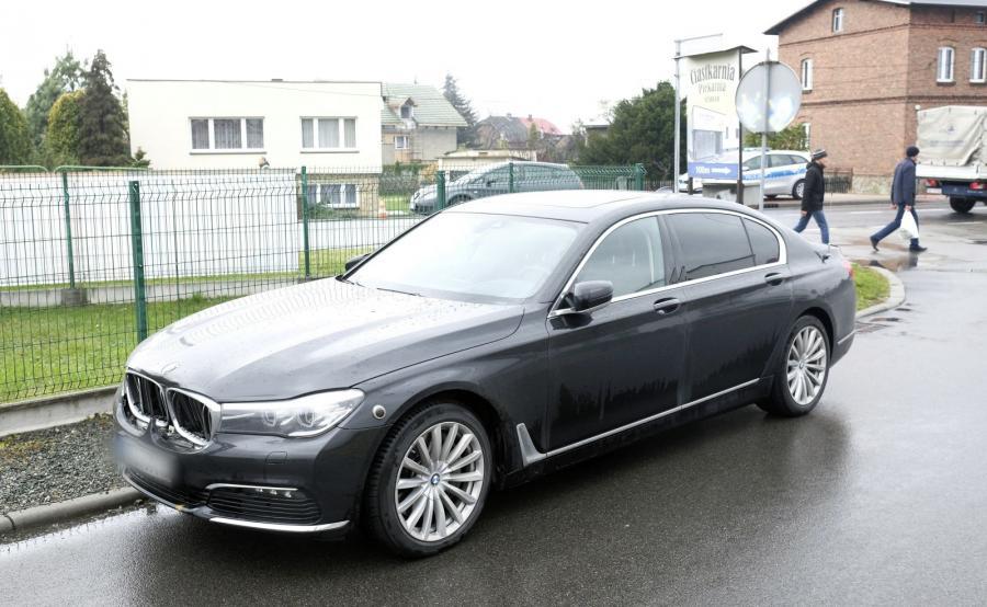 Uszkodzone pancerne BMW serii 7
