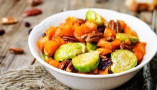 Pieczone warzywa z żurawiną i orzechami pecan