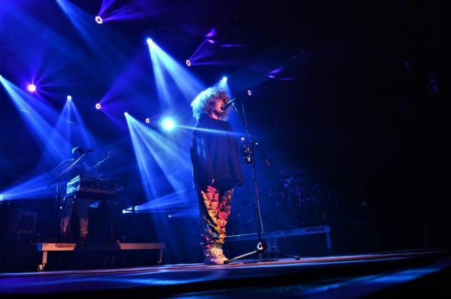 Nosowska na scenie warszawskiego klubu Stodoła. Koncert z 3 listopada 2018 roku.