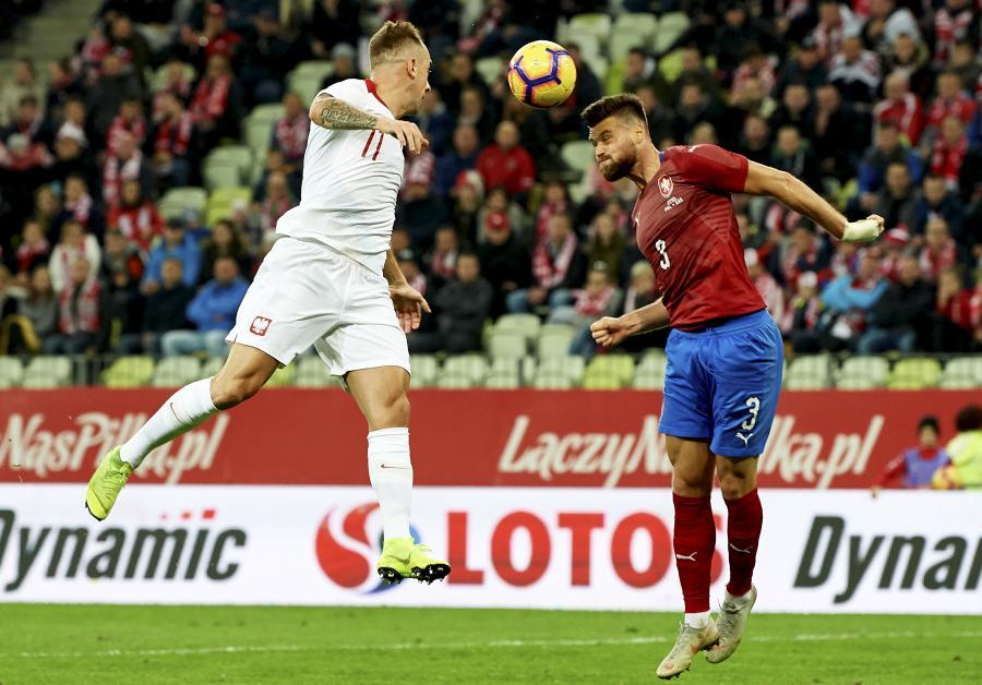 Kamil Grosicki (L) i Ondrej Celustka (P)
