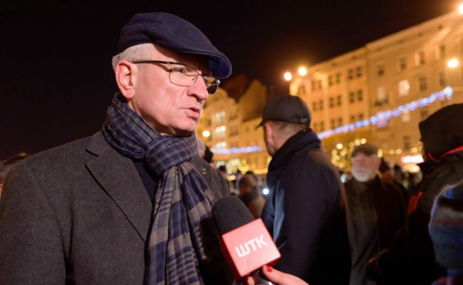 Jacek Jaśkowiak podczas protestu przeciwko przemocy