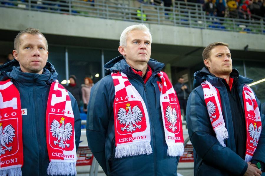 Jacek Magiera, trener reprezentacji Polski do lat 20 (w środku)