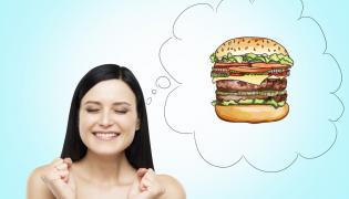 Kobieta marzy o hamburgerze