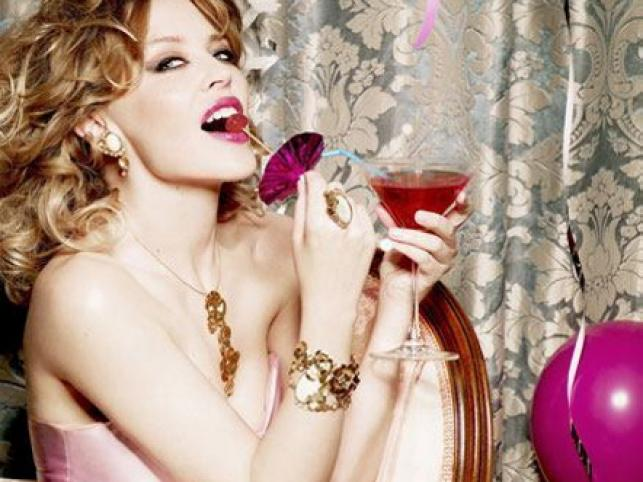 Ta różowa i słodka sesja z Kylie Minogue powstała dla jubilerskiej firmy Tous