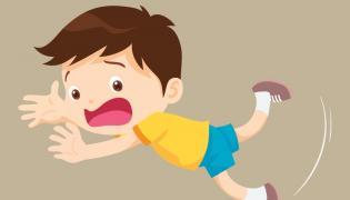 Dziecko potykające się o kamień