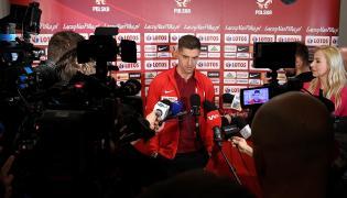 Piłkarz reprezentacji Polski Krzysztof Piątek (C) podczas Media Day kadry w Warszawie
