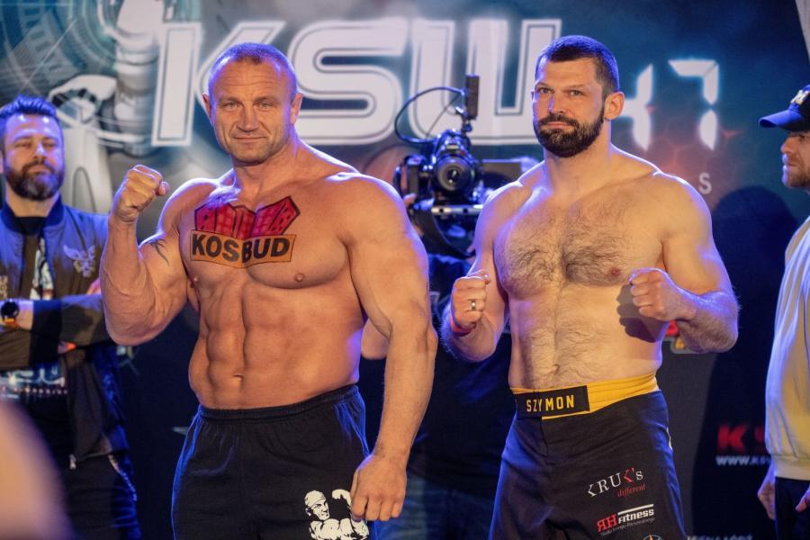 Mariusz Pudzianowski (L) i Szymon Kołecki (P) podczas oficjalnego ważenia przed galą KSW 47: The X-Warriors