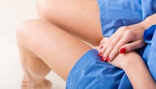 Kobieta przed badaniem ginekologicznym