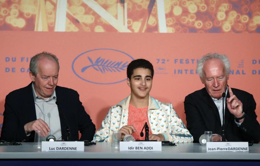 Belgijski aktor Idir Ben Addi (w środku) oraz bracia reżyserzy: Jean-Pierre Dardenne (z prawej) and Luc Dardenne