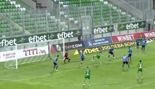 Jakub Świerczok strzela gola