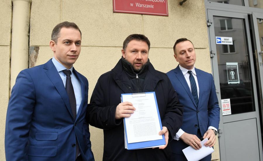Posłowie Platformy Obywatelskiej Krzysztof Brejza (P), Marcin Kierwiński (C) i Cezary Tomczyk (L)