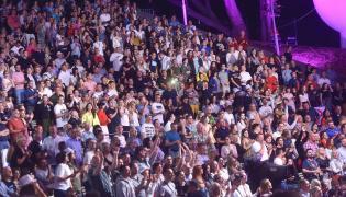 Publiczność na festiwalu w Opolu