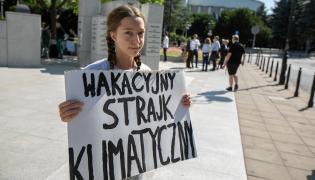 Inga Zasowska przed Sejmem