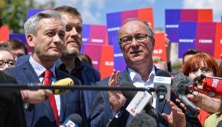 Szef SLD Włodzimierz Czarzasty (P), lider partii Wiosna Robert Biedroń (L) oraz współzałożyciel i członek Zarządu Krajowego partii Razem Adrian Zandberg (C)