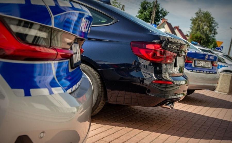 BMW serii 3 Gran Turismo w porównaniu do sedana ma bardziej ścięty i inaczej ukształtowany tył, a klapa bagażnika unosi się razem z szybą