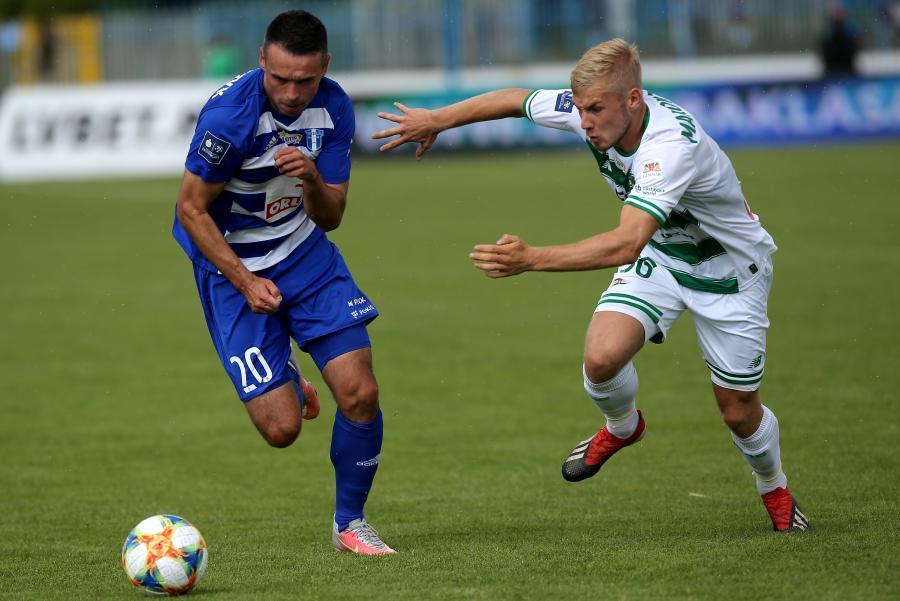 Piłkarz Wisły Płock Cezary Stefańczyk (L) i Tomasz Makowski (P) z Lechii Gdańsk podczas meczu Ekstraklasy