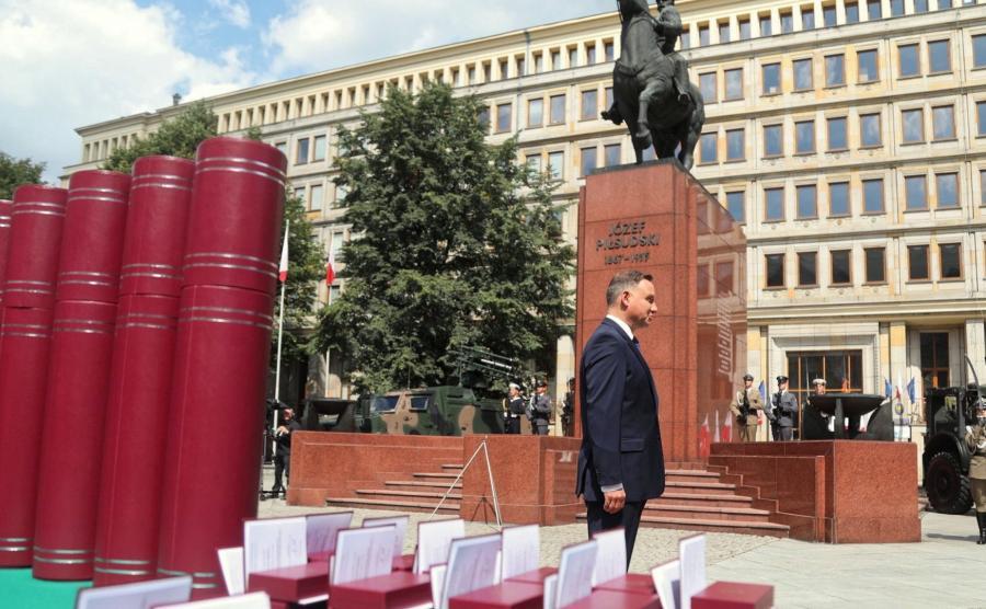Prezydent wręczył cztery nominacje generalskie i jedną admiralską