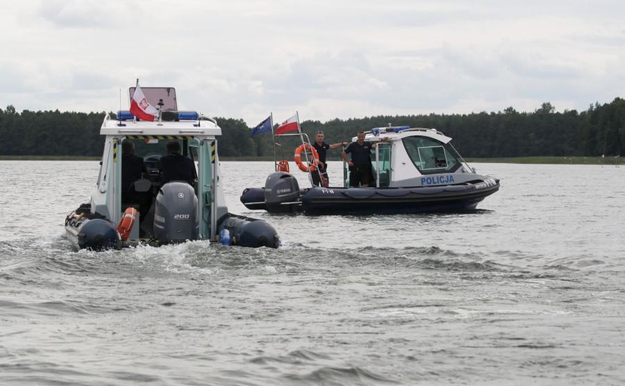 Policja na jeziorze Kisajno