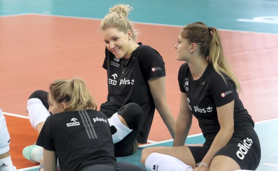 Siatkarki reprezentacji Polski Agnieszka Kąkolewska (C) i Martyna Grajber (P) podczas treningu