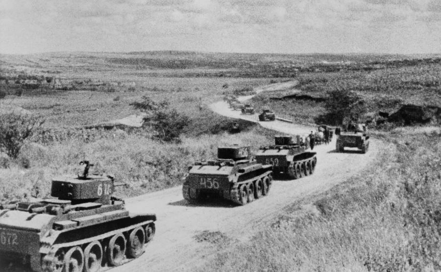 Kolumna radzieckich czołgów