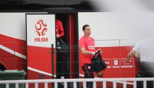 Bramkarz piłkarskiej reprezentacji Polski Wojciech Szczęsny w drodze na trening kadry