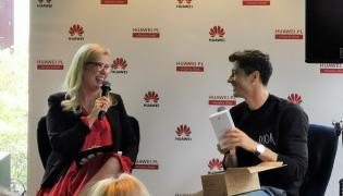 Dorota Haller, dyrektorka marketingu, komunikacji i digitalu w Huawei CBG Polska i Robert Lewandowski