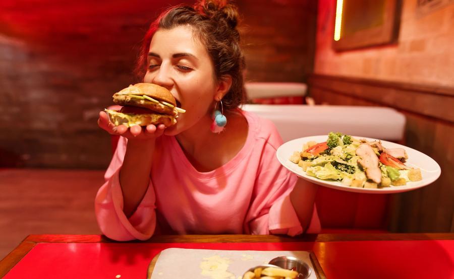 Kobieta z dużym apetytem