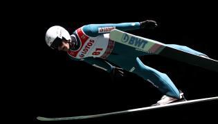 Piotr Żyła podczas letnich mistrzostw Polski w skokach narciarskich w Szczyrku
