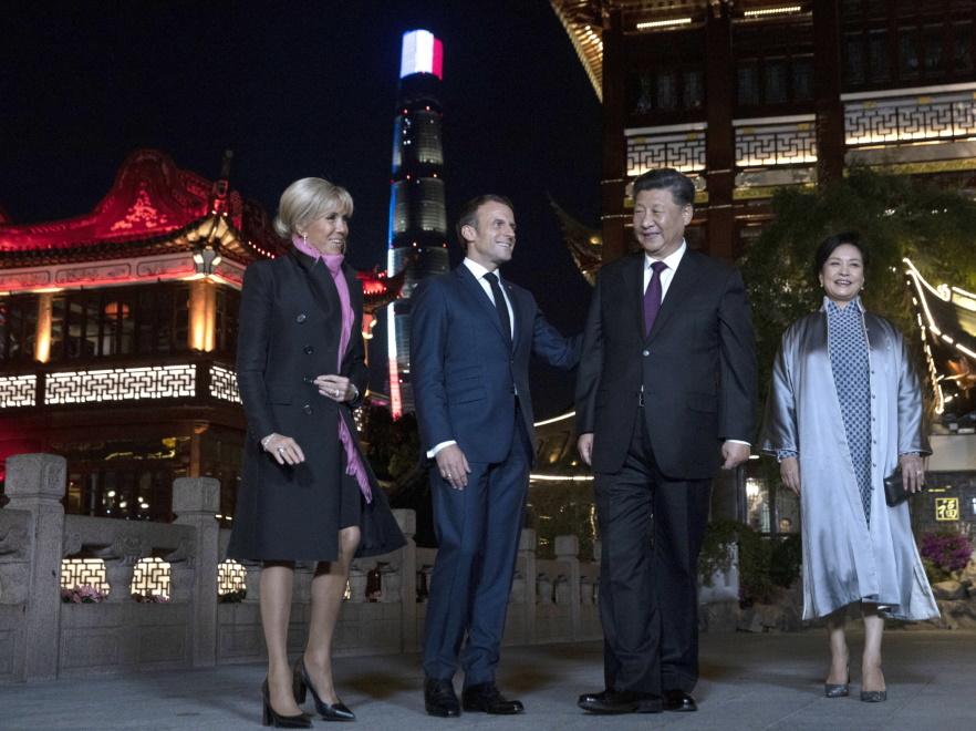Brigitte i Emmanuel Macronowie oraz  Xi Jinping i Peng Liyuan