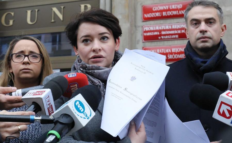 Posłowie lewicy przed siedzibą prokuratury