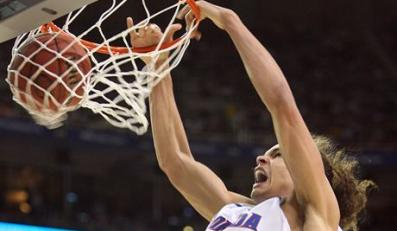 Florida's Joakim Noah puts away a slam dunk during the second half against UCLA in the NCAA Final Four semifinals at the Georgia Dome in Atlanta, Georgia, Saturday, March 31, 2007. (Gary W. Green/Orlando Sentinel/MCT)